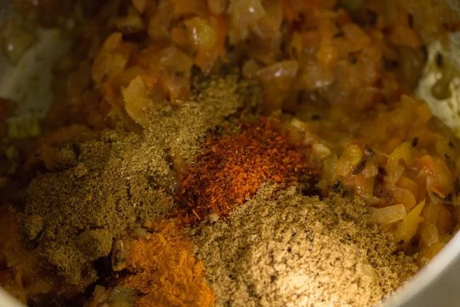 preparing kala chana ghugni recipe