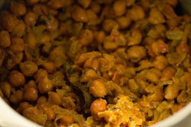 kala chana for preparing kala chana ghugni recipe