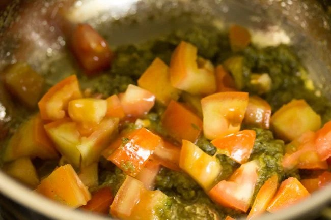 tomatoes for making Dindigul biryani recipe