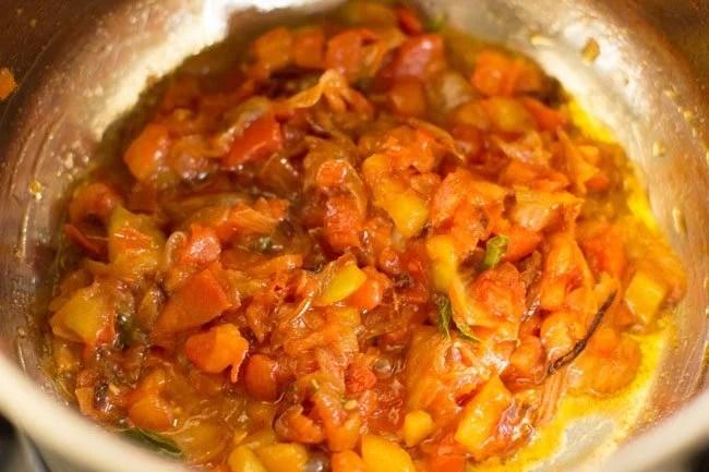 tomatoes for making gobi biryani recipe