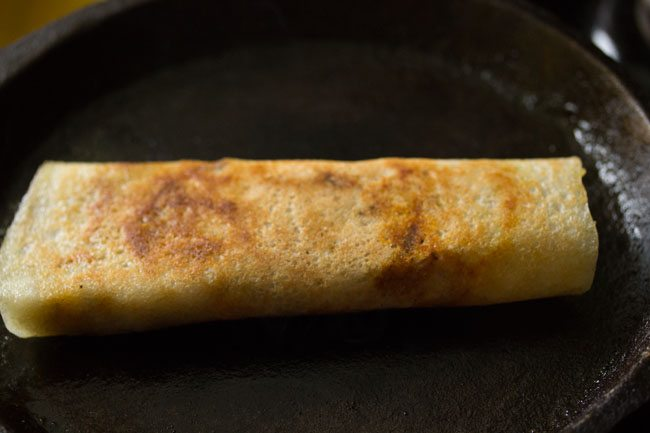 preparing Mumbai style masala dosa recipe