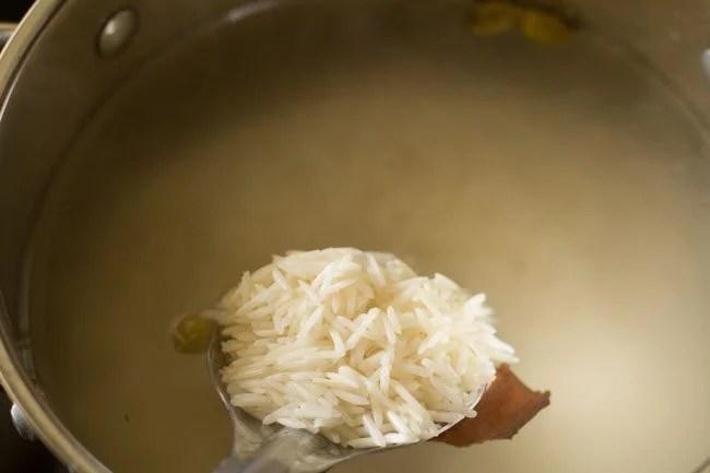 making dum aloo biryani recipe