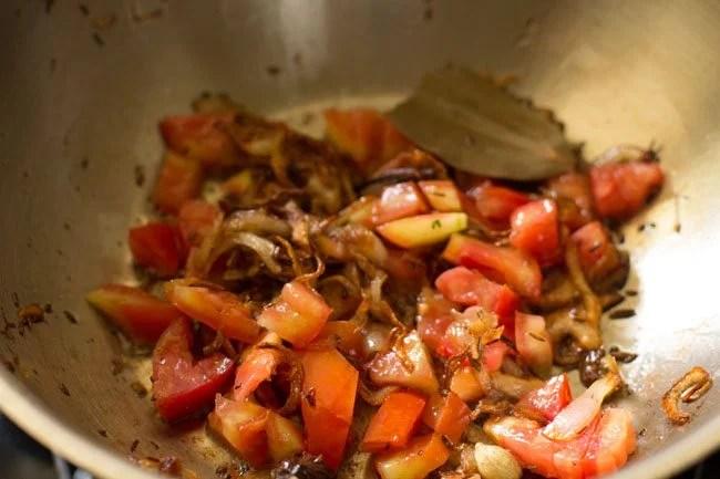 tomatoes for making dum aloo biryani recipe