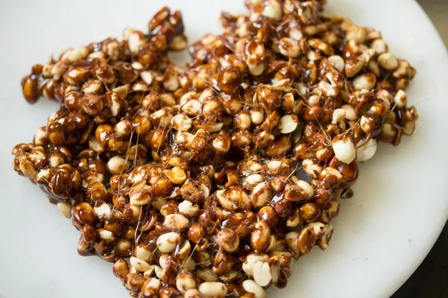 peanut chikki recipe, peanut brittle recipe