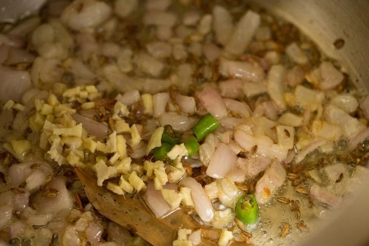 making vegetable oats khichdi recipe