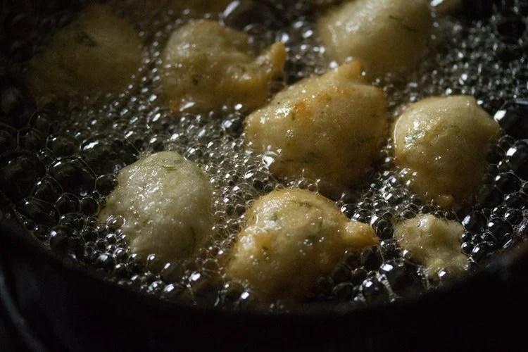 making goli baje recipe, making Mangalore bonda recipe