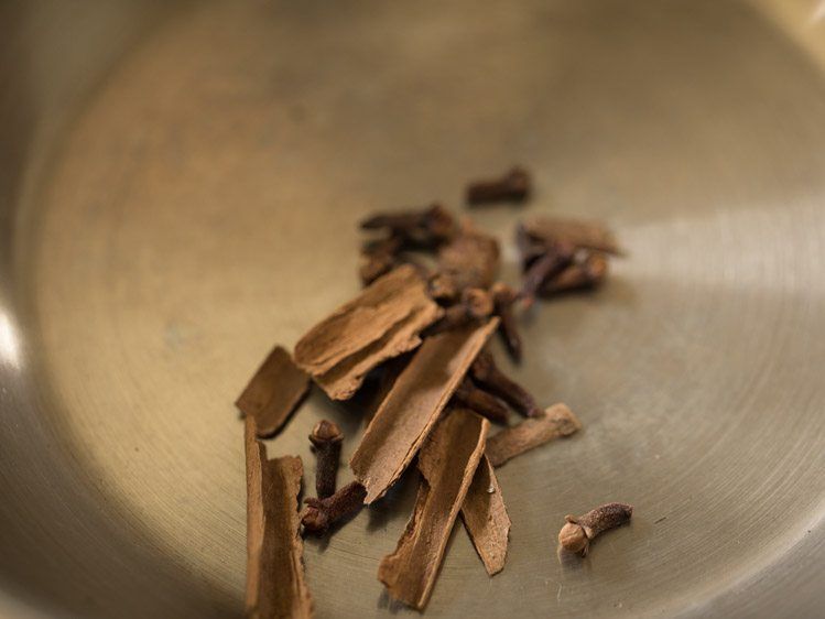 roasting cinnamon and cloves