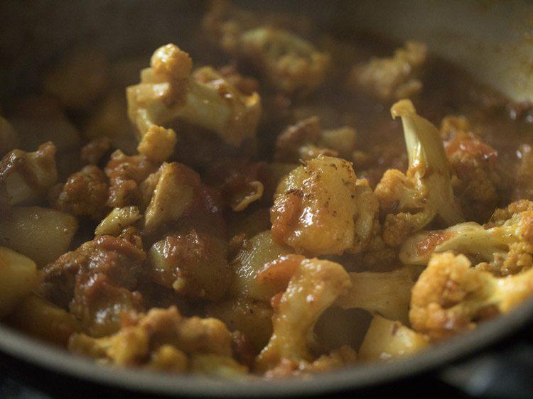 Bengali aloo phulkopir dalna recipe