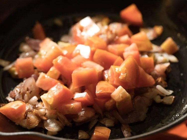 making paneer mushroom masala recipe