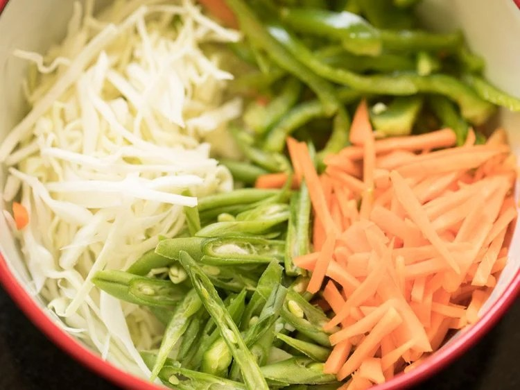 making vegetable noodle soup recipe