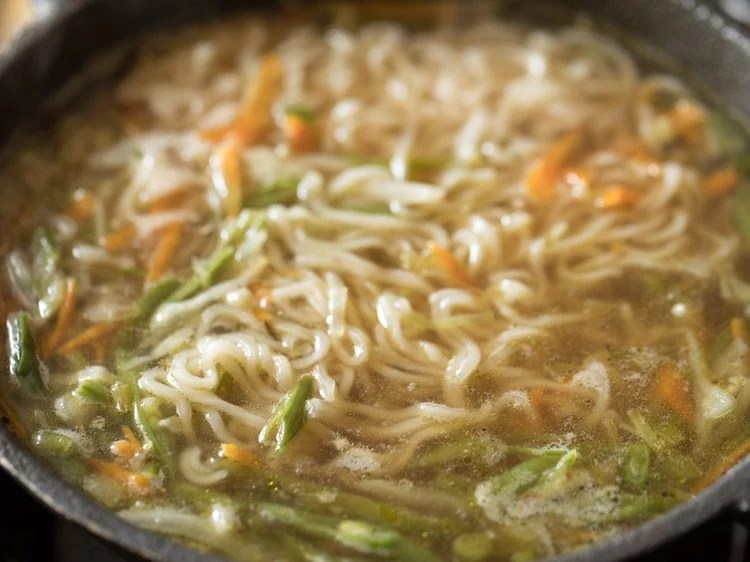 simmer the noodle soup