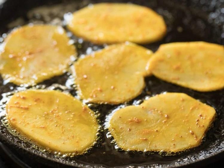 potatoes for making aloo bhaja recipe
