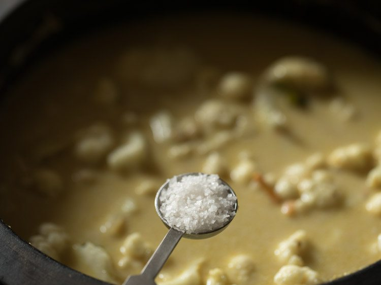 making cauliflower korma recipe