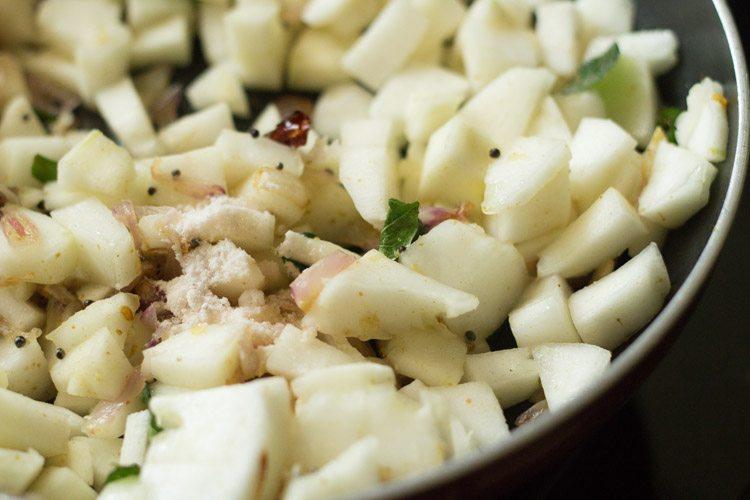 making vellarikka thoran recipe