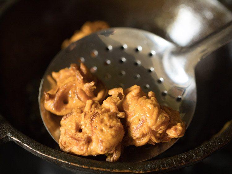 making Mumbai style kanda bhajji pav recipe