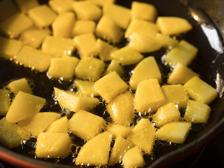potatoes for making chanar dalna recipe