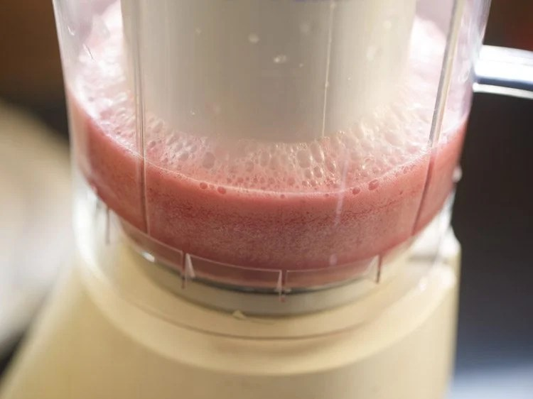 making pomegranate smoothie recipe