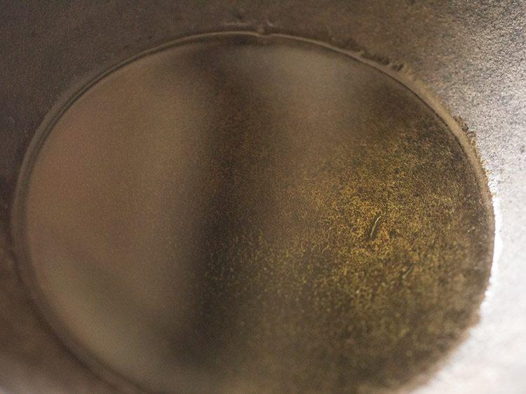 frying sabudana papad
