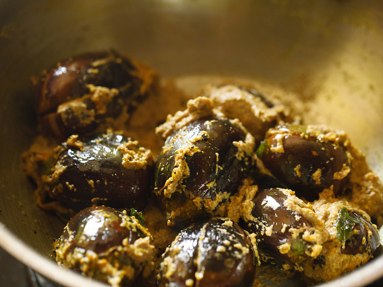 making brinjal kulambu recipe