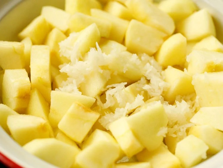 peeled and chopped apples with grated radish