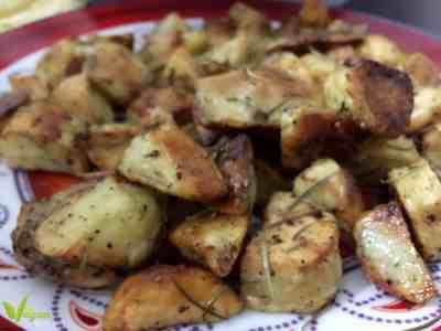 طريقة تحضير البطاطا المشوية المقرمشة مع اكليل الجبل