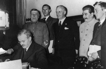 Molotov - Ribbentrop.b