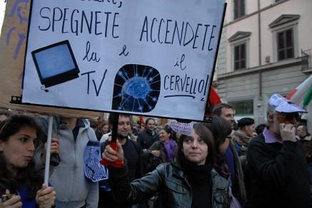 spegnete_la_tv_accendete_il_cervello