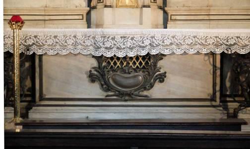 urna-s-fermo-e-rustico-altare-chiesa-san-fermo-verona.1200