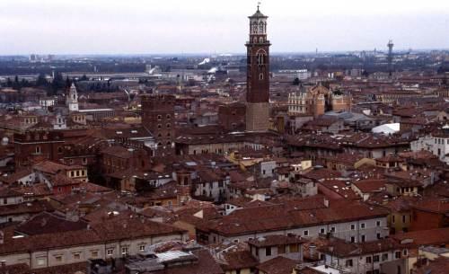 verona-centro-storico-torre-lamberti-palazzi-scaligeri-anno-2001.1200