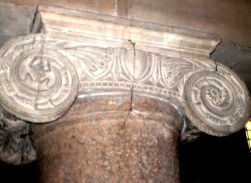 san lorenzo capitello romano sauro e batraco