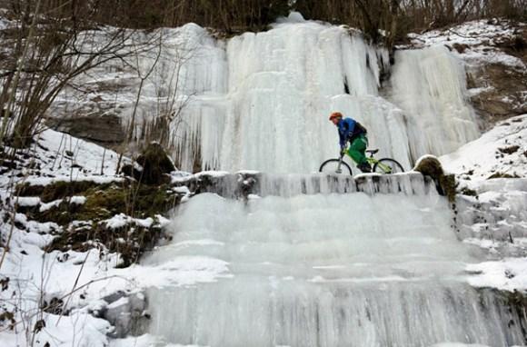 Claude Balsiger während eines Eistrainings mit dem Bike im Sihltal im Winter 2012.