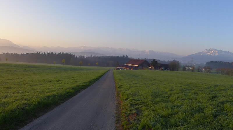 Zwischen Rig und Pilatus: Auf der Abfahrt vom Weiler Herrendingen zur Chlöpfen.