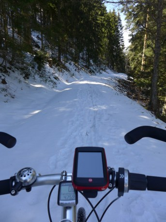 Bei der «Abfahrt» durchs Höllental holt mich der Winter ein.
