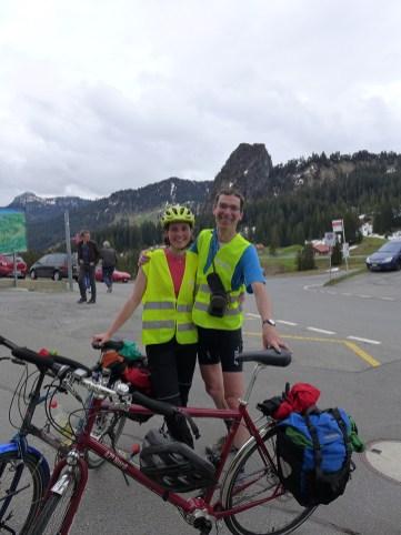 Der Velofahrer und seine Tochter freuen sich auf des Tages Höhepunkt, der Ibergeregg.