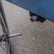 Die Räder werden einfach per Steckachse eingeklickt. Der Hinterher kann leicht auseinandergenommen und im Zug transportiert werden.