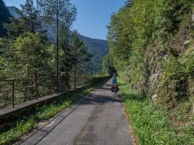Auf dem Bahntrassee-Radweg im Val Canale. | © 2018 Dominik Thali