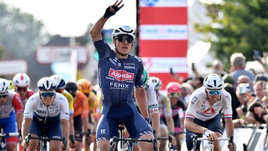 VN news ticker: Jasper Philipsen wins Grand Prix de Denain from bunch sprint, Sam Bennett out of worlds road race
