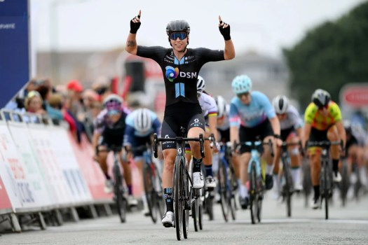 Women's Tour: Lorena Wiebes storms to second consecutive stage win