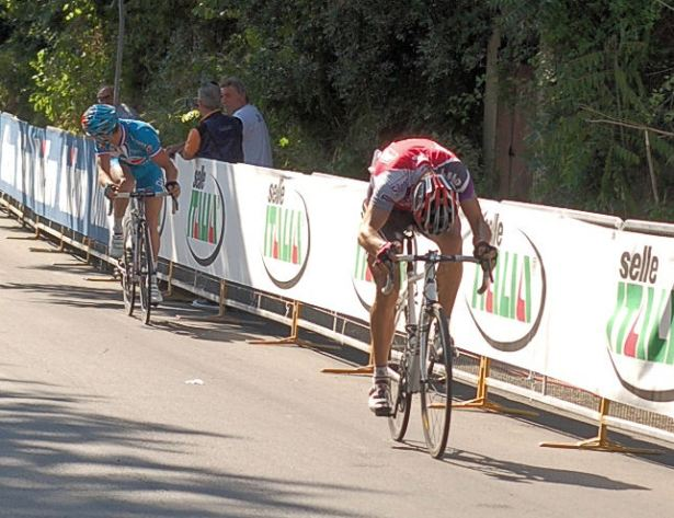Philippe Gilbert kicks whilst Thomas Voeckler appears to have resigned himself to 2nd.