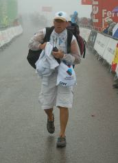 FdesJ soigneur hurries with the spare kit.