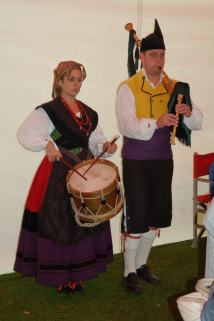 Asturian pipes and drum.