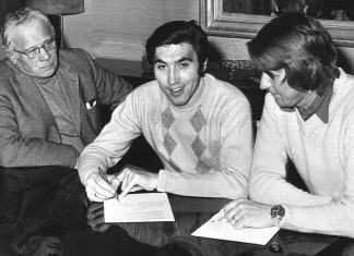 Eddy Merckx and Peter sign up.