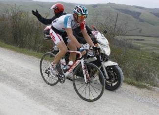 I'm giving it loads here to stay away as long as possible. Photo:©Bettini