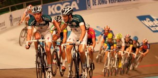 Niki Trepstra slings in Keisse.