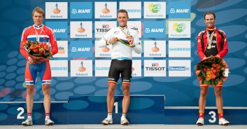 World Elite RR Champs 2012-Gilbert shows off his gold medal and rainbow jesey