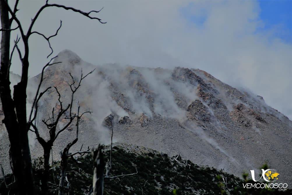 A cratera do vulcão Chaitén ainda solta as fumarolas