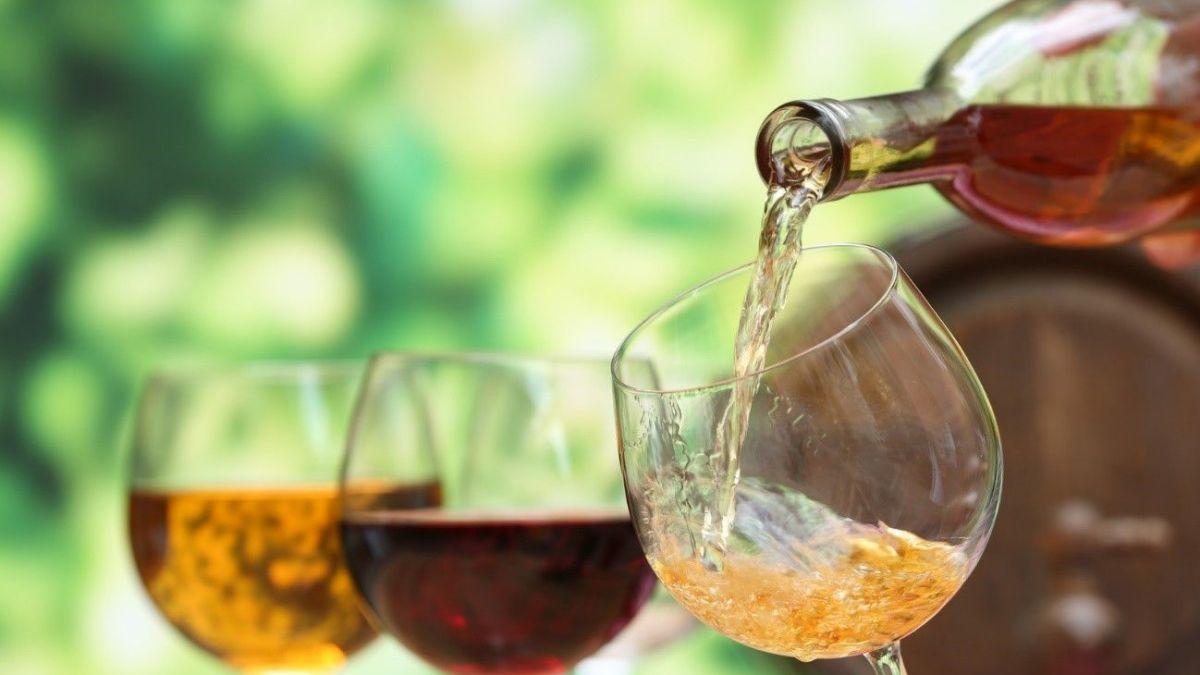 <strong>6 erros</strong> que você comete ao comprar um vinho