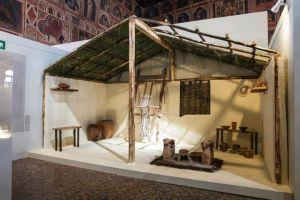 la casa di un veneto dell'età del bronzo-prima età del ferro e l'immancabile telaio.