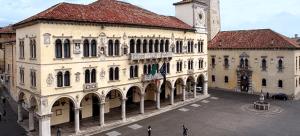 il magnifico Palazzo dei Rettori, nel delizioso centro storico.