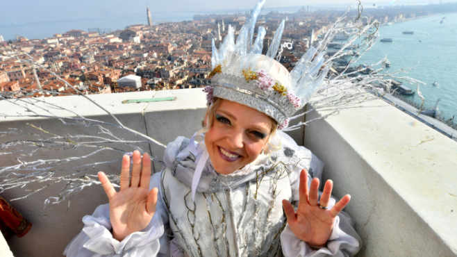 Arianna Fontana lancia dal campanile la candidatura Milano - Cortina 2026